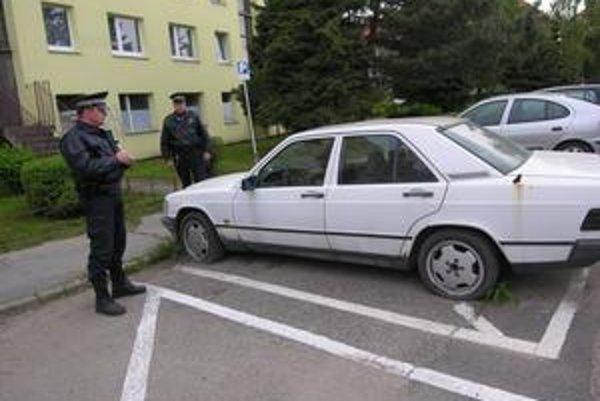 V minulom roku sa samospráve podarilo odstrániť 20 nepojazdných áut.