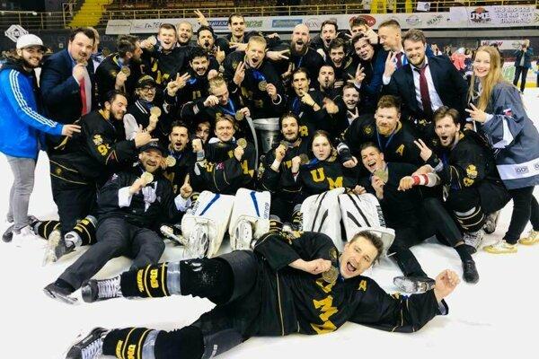 Hokejisti UMB Hockey Team po úspešnej obhajobe titulu vEUHL.