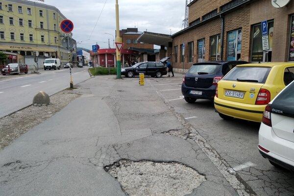 Do zásadnejšej rekonštrukcie parkoviska už železnice nechcú ísť.