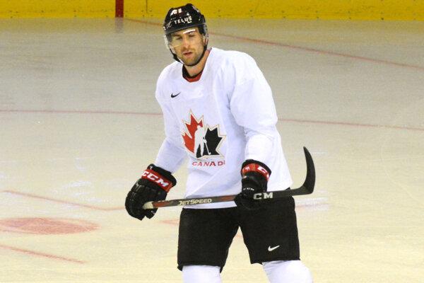 John Tavares úvodný tréning Kanaďanov nedokončil, zranil sa v hornej časti tela.