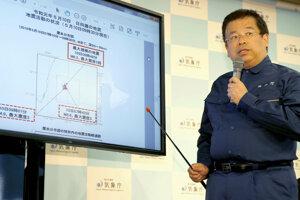 Japonský meteorológ informuje o zemetrasení.