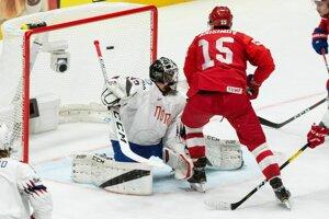 Arťom Anisimov (15) strieľa druhý gól Ruska v zápase proti Nórsku na MS v hokeji 2019.