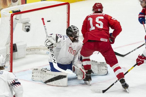 Arťom Anisimov strieľa gól v zápase Rusko - Nórsko na MS v hokeji 2019.