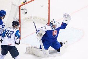 Marek Čiliak inkasoval druhý gól od Kakka v zápase medzi Slovenskom a Fínskom na MS v hokeji 2019.