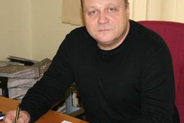 Hlavný kontrolór mesta Tornaľa Mikuláš Cmorík. Bez jeho súhlasu nebude môcť mestský úrad nič kúpiť a ani sa žiadnym spôsobom zaviazať.