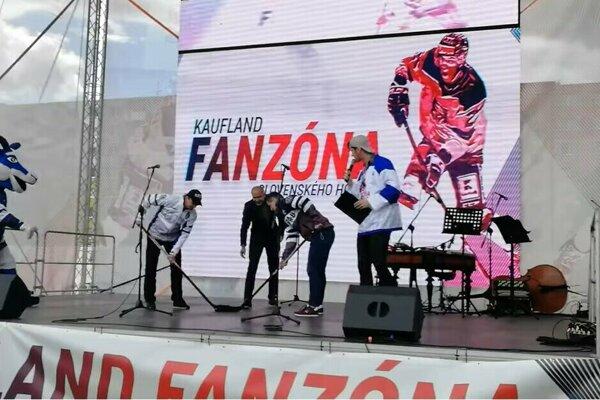 Otvorenie popradskej fanzóny pred arénou.