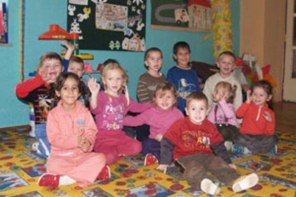Deti zo súkromnej škôlky v Českom Brezove si od Ježiška pýtali najmä počítače a bábiky.