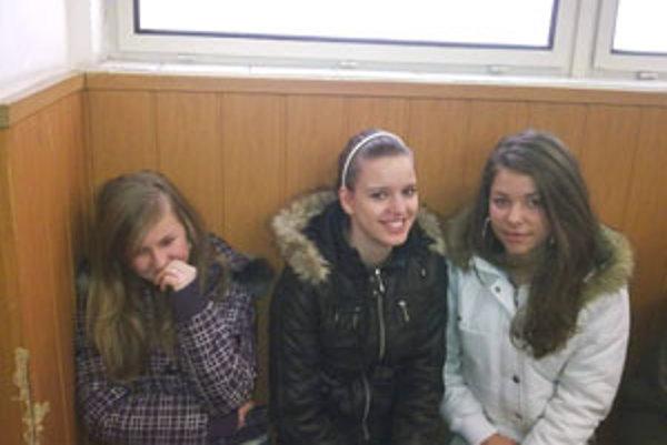 Mladé strelkyne z Kalinova (zprava): Veronika Vargová, Nina hoduliaková a Anka Mondeková.