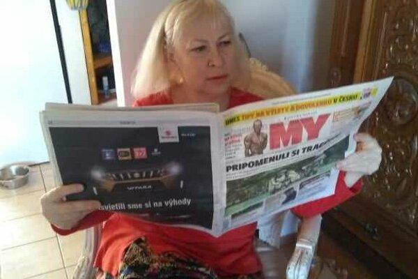 Hudobná pedagogička, tlmočníčka a prekladateľka Irina Školníková pri čítaní MY Kysuckých novín.