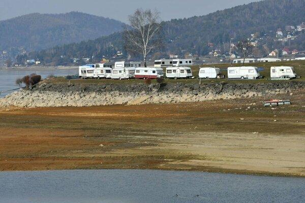 Voda chýba všade, sezóna je podľa podnikateľov stratená.