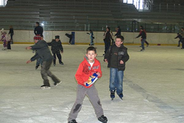 Zimné štadióny využívajú všetky vekové kategórie.