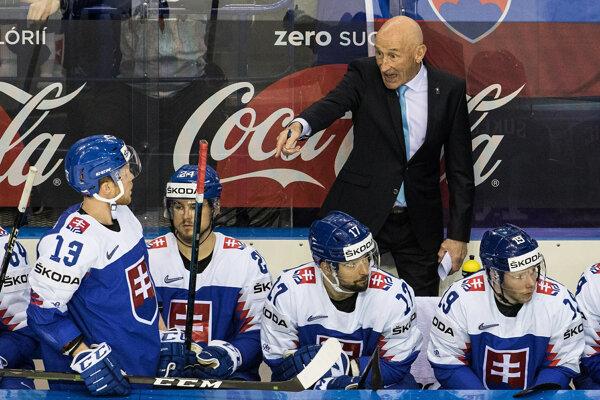 Craig Ramsay (vpravo hore) na striedačke počas zápasu Slovensko - Kanada na MS v hokeji 2019.