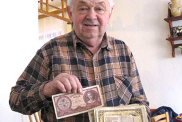 Dôchodca Milan Kojnok má v svojej zbierke niekoľko vzácnych bankoviek.