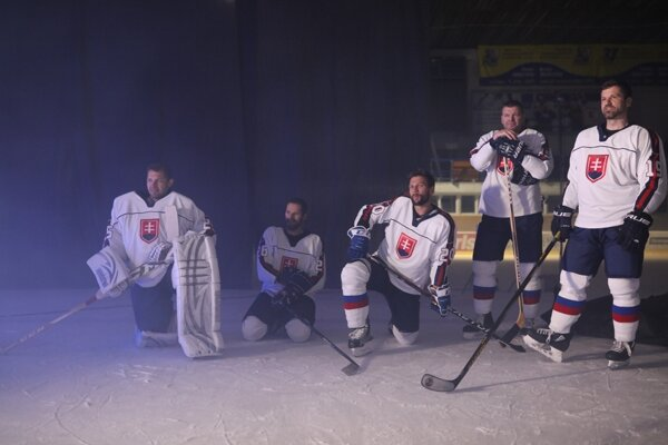 V hokejovej hymne od kapely Iconito si zahrali aj naši hokejisti.