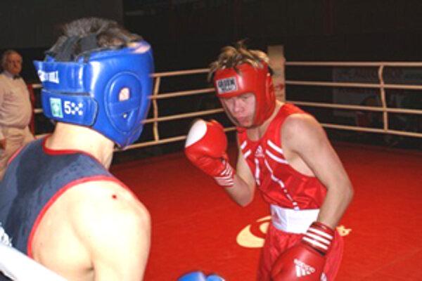 David Zold (vpravo) v ringu tradične nenachádza premožiteľov.