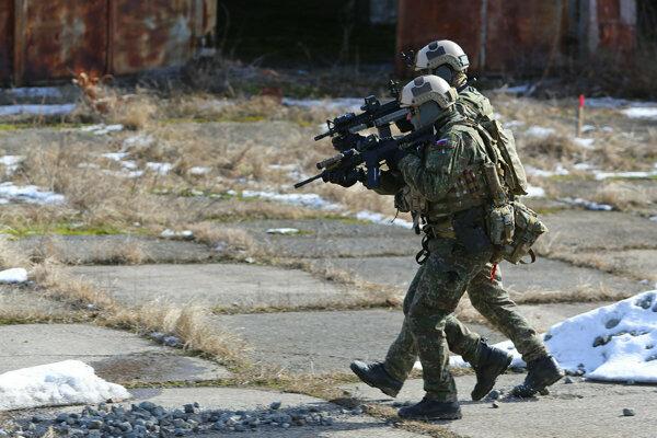 Naši vojaci v Iraku nepôsobili v útočných bojových jednotkách. Ilustračné foto.