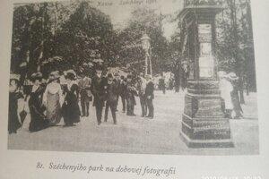 Széchenyiho park na dobových fotografiách. Bol miestom spoločenského, kultúrneho i športového života.