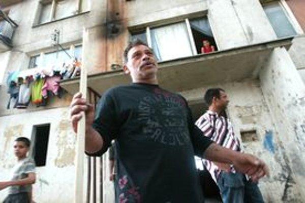 Rómovia z Dúžavskej cesty v Rimavskej Sobote po zvýšení cien za pranie a sušenie jedného kilogramu odevu zaplatia 0,45 eura namiesto pôvodných 0,38 eura.
