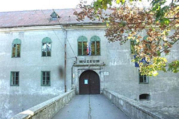 Výstavu Mytologické a kresťanské príbehy v umení 19. storočia si návštevníci môžu pozrieť denne vrátane víkendov do 31. októbra 2010.