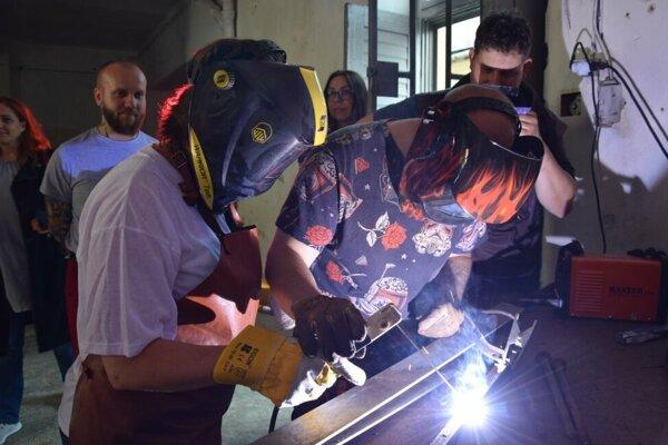 Najnetradičnejší program pripravili pravdepodobne v mestskom múzeu v Lučenci. Záujemcovia si tam mohli vyskúšať zváranie.