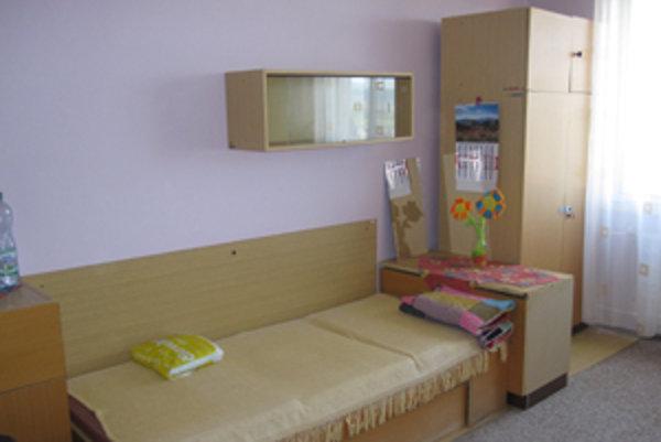 Takýto druh bývania je určený dospelým ľuďom, ktorí sú odkázaní na pomoc inej osoby.