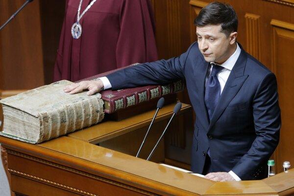 Volodymyr Zelenskyj zložil prezidentský sľub.