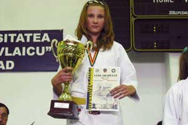 Očenášová dobre zápasila, povyhrávala svoje zápasy a vyslúžila si aj ocenenie najtechnickejšej, resp. najlepšej pretekárky v kategórii žiačok.
