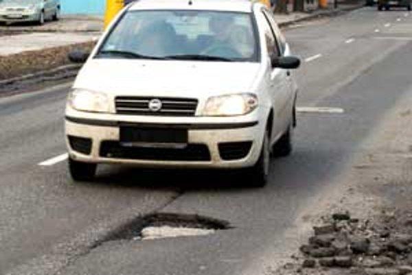 Súťaže na dodávateľov obnovy ciest, ktoré kraj vyhlásil ešte v novembri minulého roka, boli tento mesiac zrušené.