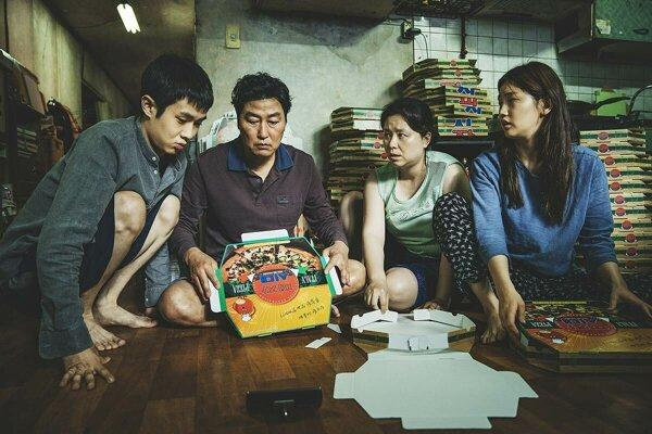 Šikovná rodina žije v diere. Kým sa nedozvie o jednej bohatej rodine.