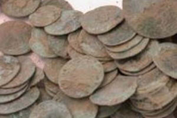 V objavenej peňazokazeckej dielni sa zachovali nálezy falošných mincí z čias panovníka Mateja Korvína z druhej polovice 15. storočia.