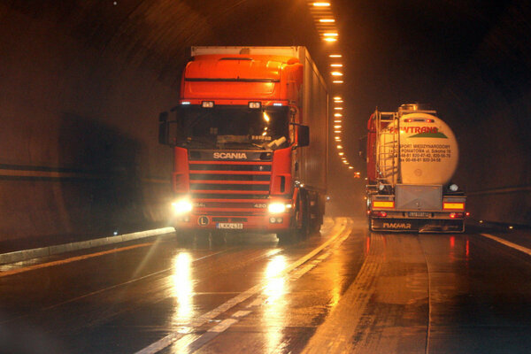 Pre kolóny priebežne uzatvárajú tunel Horelica.
