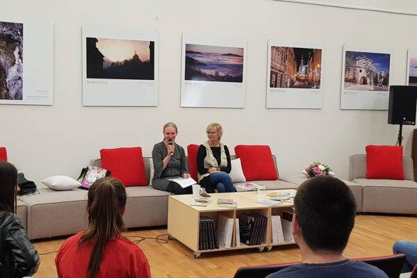 V rámci otvorenia sa uskutočnila aj beseda s autorkou Gabrielou Futovou.
