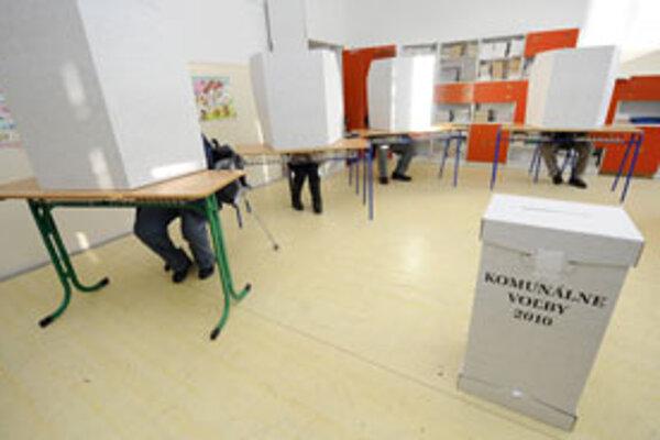 Sobotňajšie komunálne voľby priniesli zmenu primátora v piatich okresných mestách banskobystrického kraja.