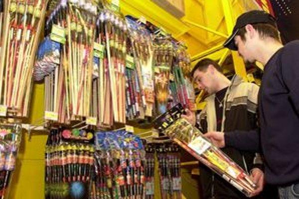 Predavač musí vedieť, čo predáva, vysvetliť, ako sa zábavná pyrotechnika používa a komu ju vlastne môže predať.