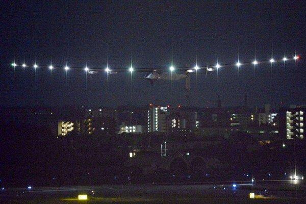 Štart lietadla Solar Impulse 2 na najdlhšiu trasu pri prelete okolo Zeme.