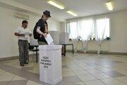 Voľby v Kútoch prebiehajú pokojne.