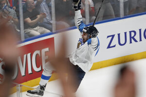 Marko Antilla oslavuje gól do siete Ruska v semifinále MS v hokeji 2019.