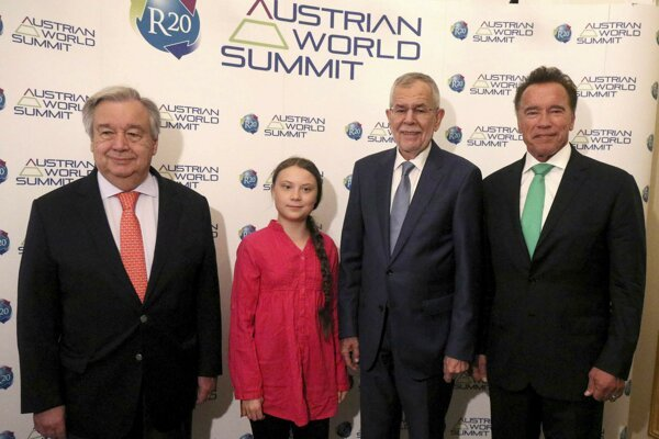 Generálny tajomník OSN António Guterres, Greta Thunbergová, rakúsky prezident Alexander Van der Bellen a Arnold Schwarzenegger, zakladateľ organizácie R20. (Foto TASR/AP)