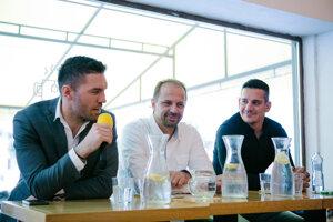 Hojová debata s Petrom Frühaufom, Jánom Pardavým a Brankom Radivojevičom.