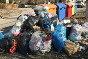 Odpady sú problémom aj v obci Povina.
