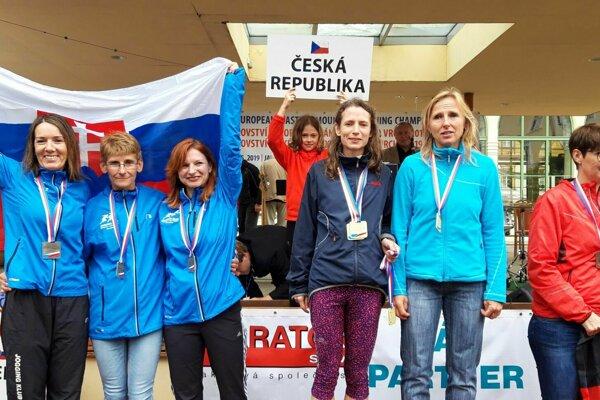 Zľava strieborné Dubničanky Žilková, Hulvátová a Rajtárová.