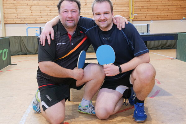 Dušan Stankoviansky (vpravo) vo finále zdolal Vladimíra Mažáriho.