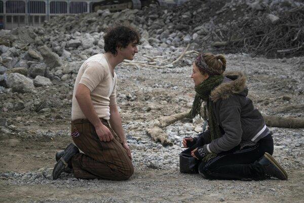 Záber z filmu Lazzaro Felice. Hlavnú úlohy hrajú Adriano Tardiolo  a Alba Rohrwacher.