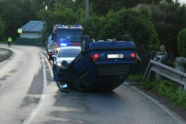 Vozidlo ostalo po nehode nepojazdné.
