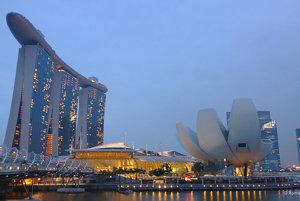 Singapur vychádza pri porovnaní s New Yorkom ako najdrahšie mesto na svete.