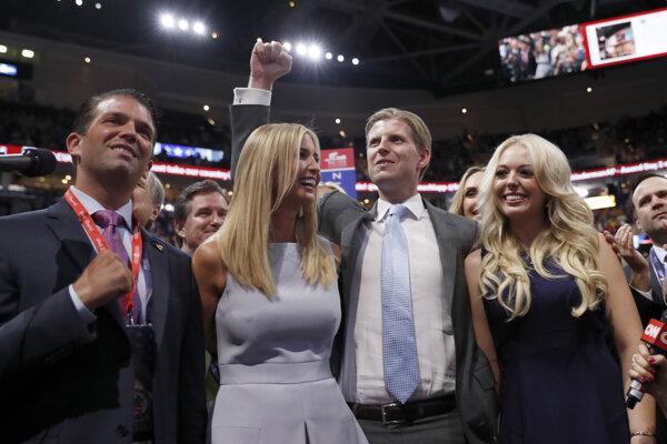 Donald jr., Ivanka, Eric a Tiffany Trumpovci na republikánskom konvente v roku 2016. (TASR)