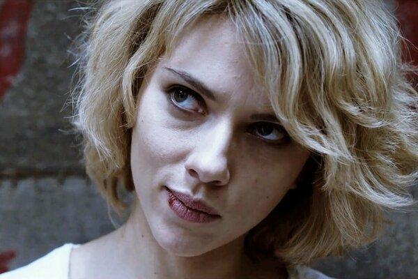 Scarlett Johansson vo filme Luca Bessona Lucy.