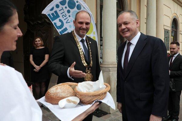 Koncom mája sa stretol dosluhujúci prezident s vedením mesta i župy.