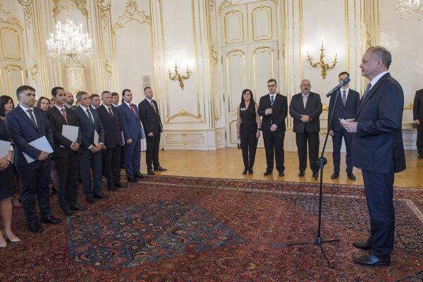 Prezident SR Andrej Kiska (vpravo) vymenoval profesorov vysokých škôl 11. júna 2019 v Bratislave.