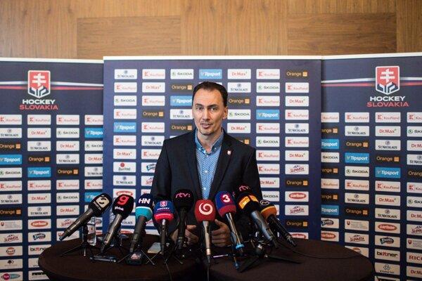 Miroslav Šatan na tlačovej konferencii.